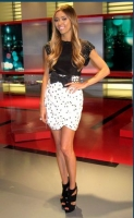 giuliana-rancic-in-rae-tee-black-june-2011