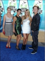 ayla-kell-with-vieta-august-2010-teen-choice-awards